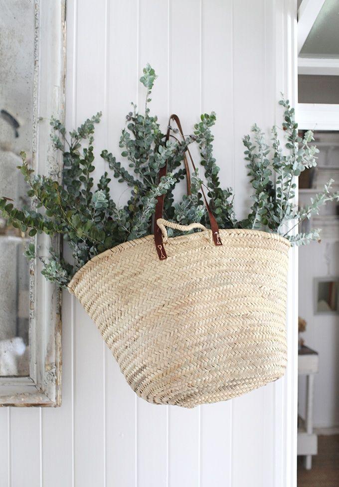 Panier suspendu avec de l'eucalyptus / Green Home / Décoration végétale