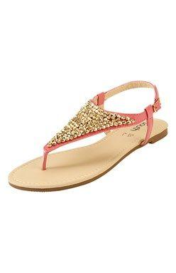 Korálikmi ozdobené sandále s remienkom medzi prstami a okolo päty.