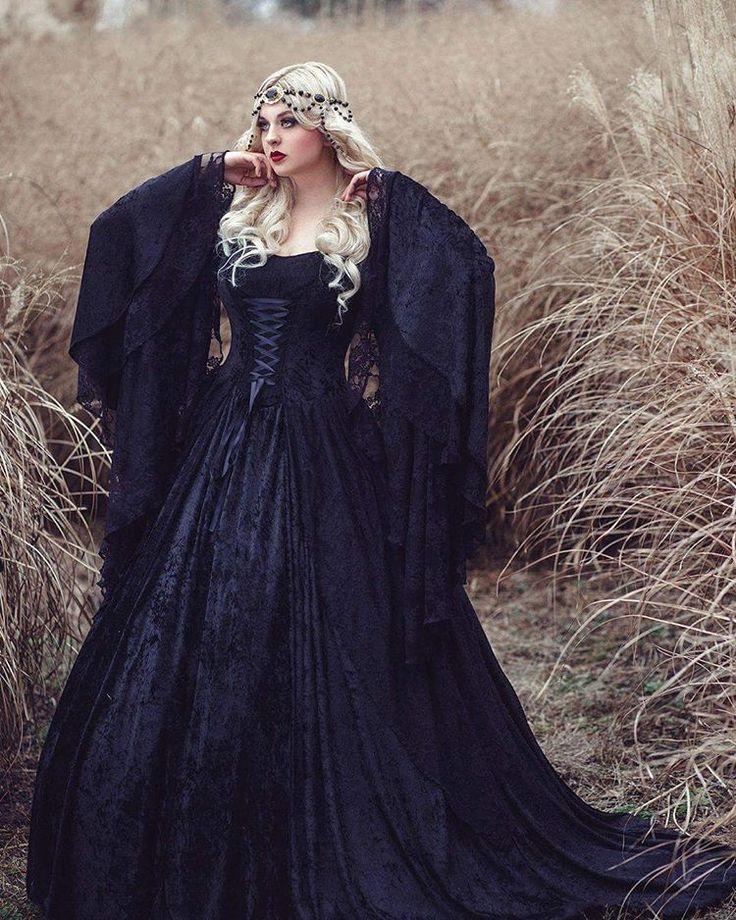 "Ai Tenshi Misha/ Stacey Smith no Instagram: ""Bernadette Newberry photography Ai Tenshi Misha Romantic Threads #aitenshimisha #modeling #ai #tenshi #misha #black #goth #gothic #instagood #instagram #hairstyle #blonde #makeup #dark #renaissance #dress #headpiece #jewelry #makeup #mac #cosmetics #sephora #model #bernadette #photoshoot #photography #photographer"""