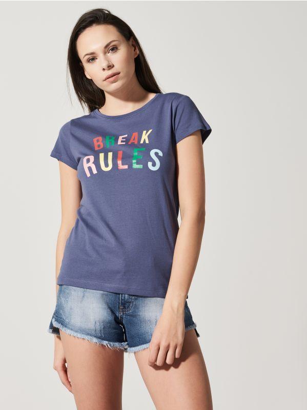 http://www.house.pl/pl/pl/ona/kolekcja/t-shirty/rp494-59x/t-shirt-with-colourful-slogan