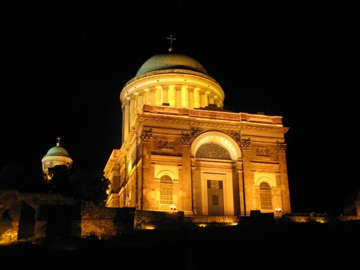 Esztergom - basilica - at night