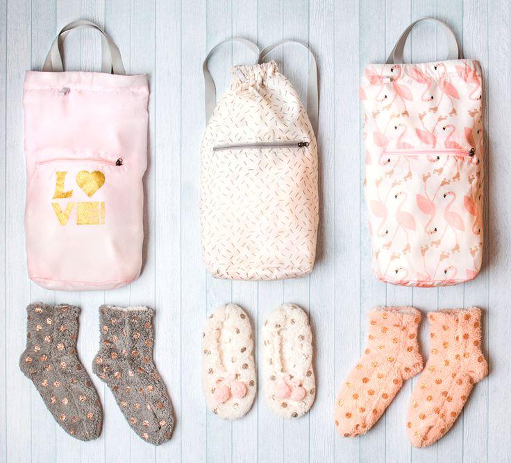 Las mejores calcetas y babuchas te esperan en Casaideas. Además, puedes encontrar bolsos plegables ideales para llevarlas a todos lados.