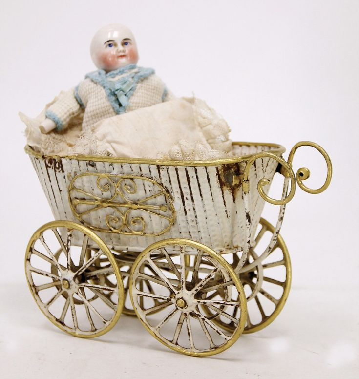 MÄRKLIN pram, handpainted sheet metal, 20 cm, partially colorwise retouched, braces at strap were afterwards soldered, handle is missing, bad spot at the top edge, nice part for restoring, with doll, enameled porcelain shoulder headed doll, enameled arms and legs, 1 hand is break off
