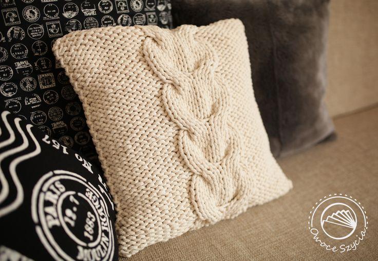 Poduszka z warkoczem - podkową | Cable-knitting pillow