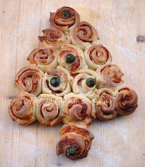 Pan brioche salato antipasto natalizio, ricetta facile, rose di pan brioche, albero di natale, rustico farcito con salame, prosciutto, formaggio, idea antipasto