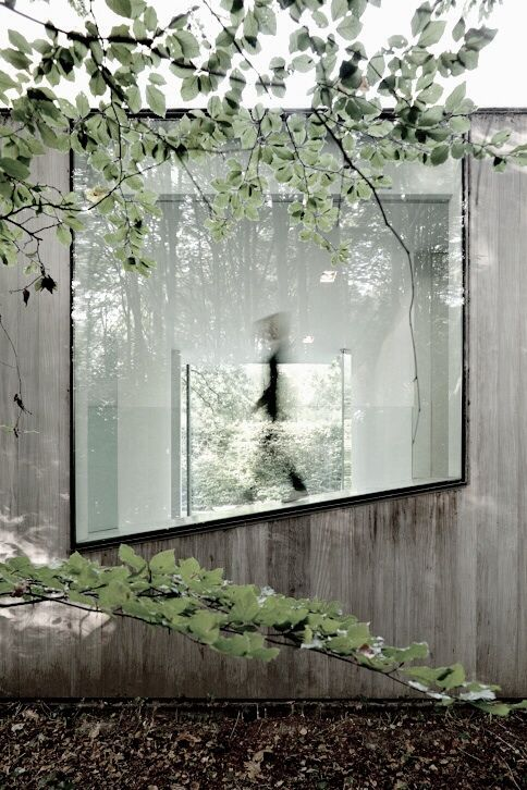 HOUSE ROCES – A GLASS BOX.  Large picture window at side of house. [Architecture - Concrete - Window]