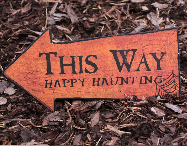 Halloween Skilt - This way Happy Haunting  http://www.multitrend.no/Skilt--This-waye-Halloween/cat-p/c1000078/p10500880