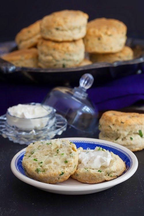 Country Biscuits with Sour Cream & Chives at Cooking Melangery #breakfast, #bake, #biscuits