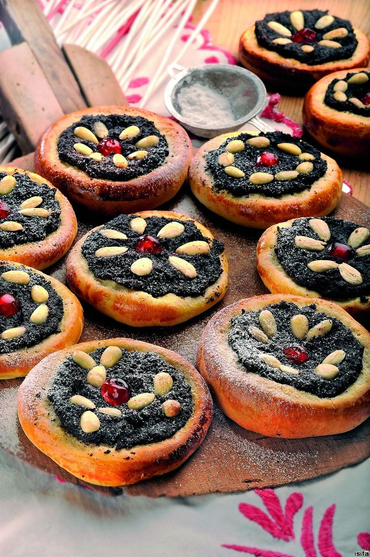 A classic Czech baking for Sunday afternoon or wedding - poppy seeds koláče. OH MY GOSSSSSHHHHHH!