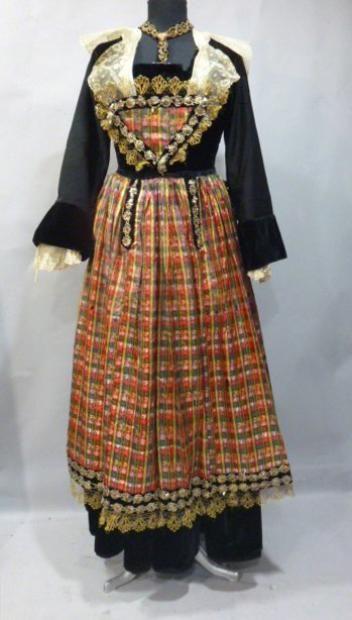 Costume traditionnel breton de  Pont-Aven, 1900, France