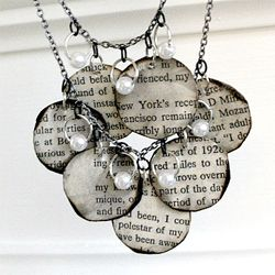 Wearable Words: Old Book, Ideas, Diy Necklaces, Necklaces Tutorials, Book Necklaces, Diy Book, Book Pages, Jewelry, Necklace Tutorial