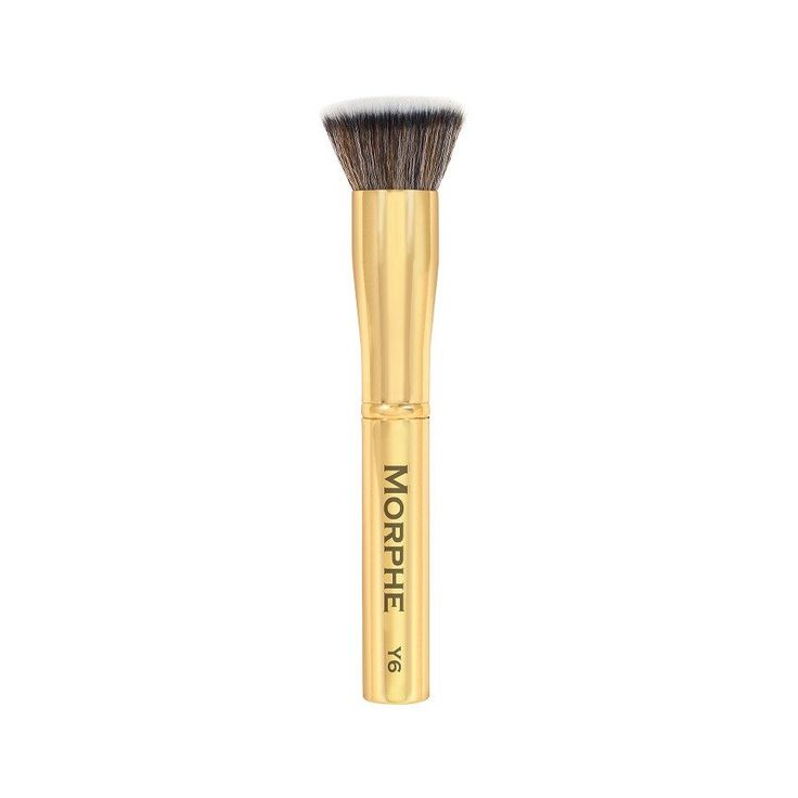 This dense, flat-topped, kabuki-style brush buffs in liquid and powder foundations for an airbrushed finish. The synthetic bristles smooth out liquids without s