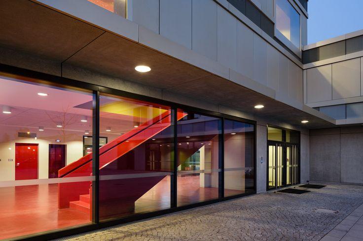 http://www.baunetz.de/meldungen/Meldungen-Schule_von_Staab_Architekten_in_Warschau_4359107.html?source=rss
