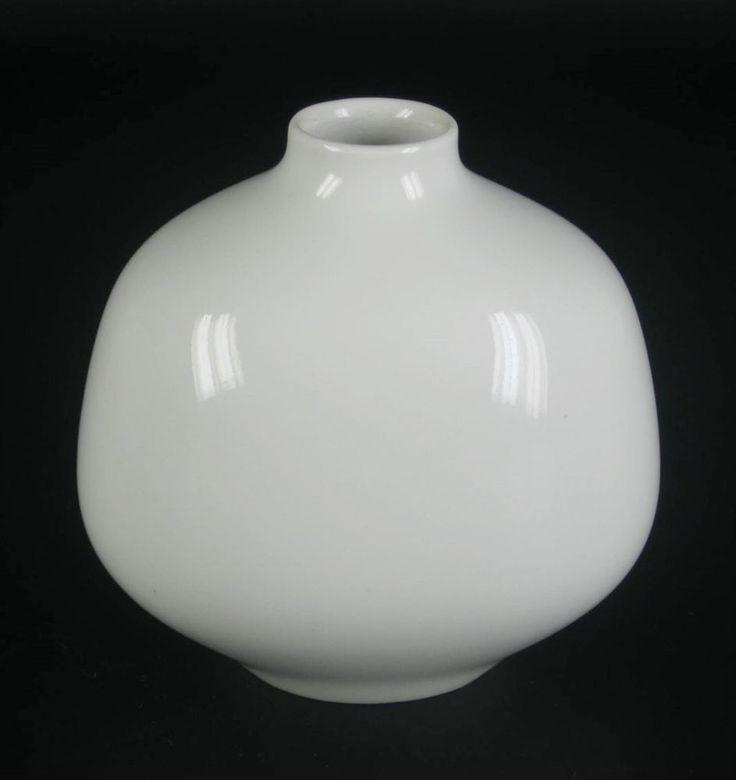 KPM Berlin Porzellan Vase ADONIS weiss Siegmund Schütz Entwurf 1. Wahl 7,8cm