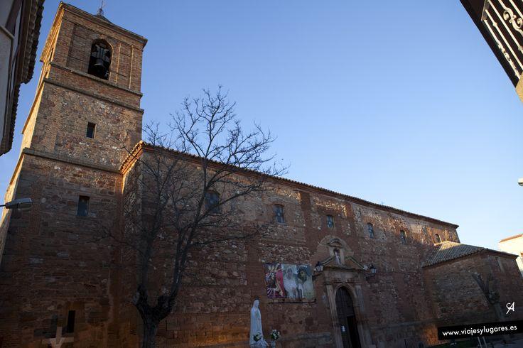 Alhambra, Ciudad Real. La Iglesia de San Bartolomé apóstol se comenzó a construir en el año 1214, sobre los restos de un anterior templo romano. #400cervantes