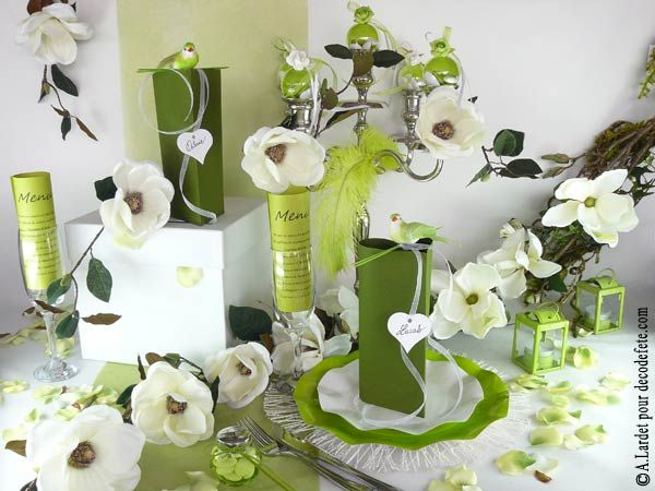 mettez une nappe blanche sur laquelle vous droulez un chemin de table vert - Chemin De Table Color