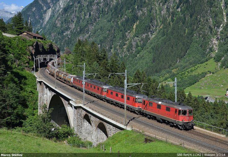Switzerland - Freight train SBB Cargo Re 420 11342 / Wassen — Trainspo