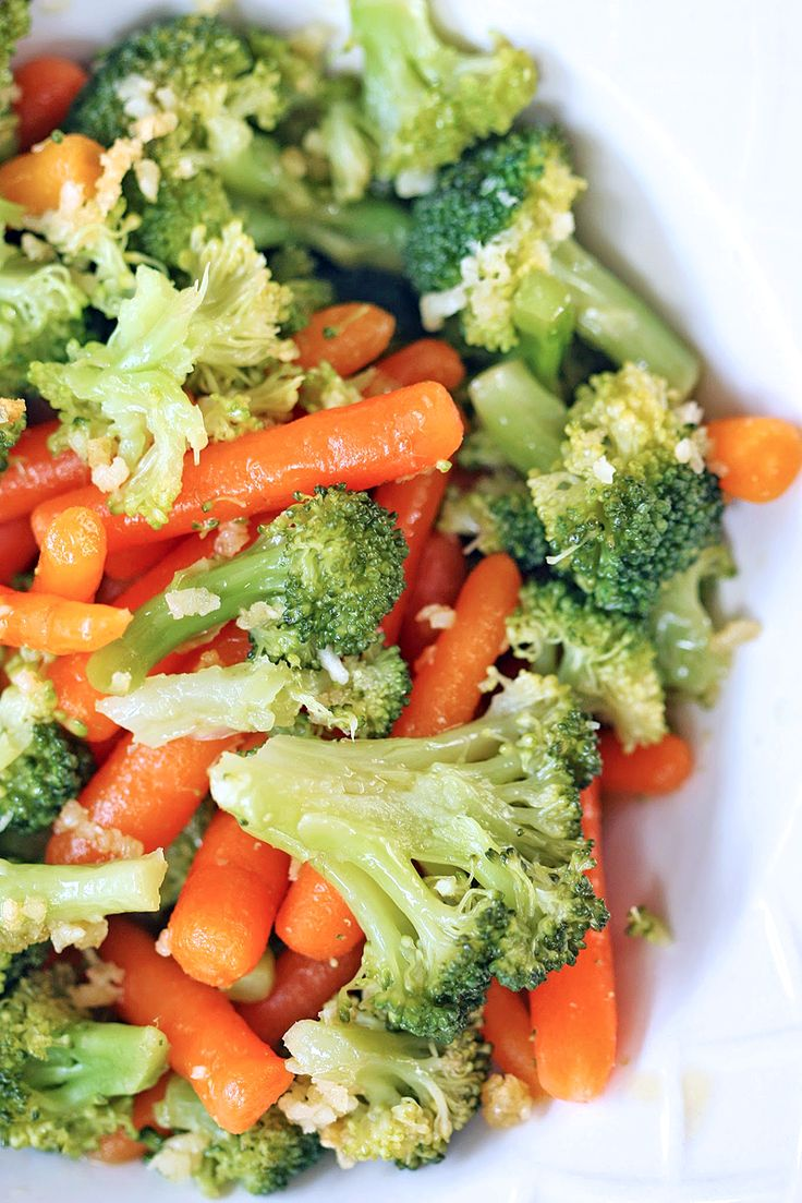 Delicious steamed Broccoli and Carrots with Garlic and Olive Oil - perfectly…