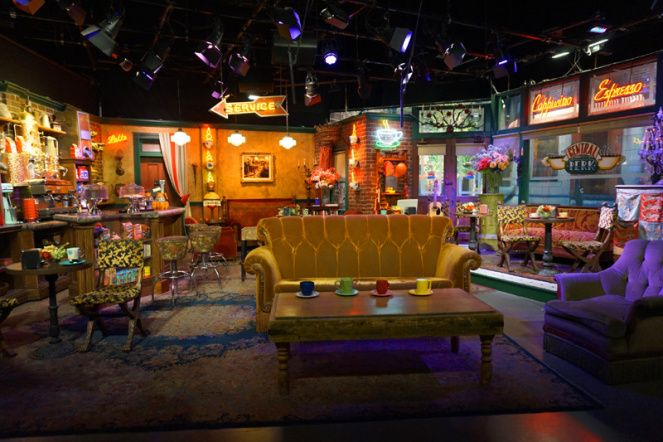 Central Perk Cafe Friends Warner Brothers Studio Tour Hollywood La Usa Warner Brothers Studio Tour Warner Brothers Studios Friends Central Perk