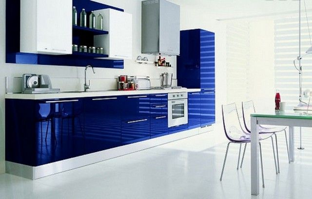 id es d co maison des cuisines bleues d co des cuisines cuisines blanches couleurs forts. Black Bedroom Furniture Sets. Home Design Ideas
