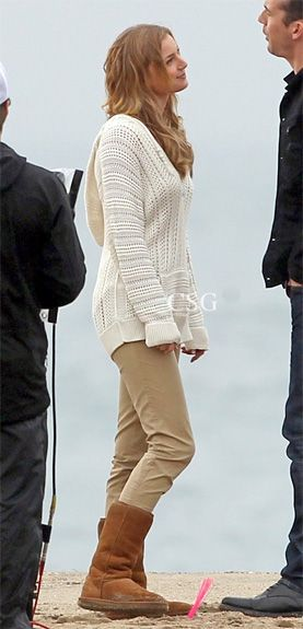 "#Revenge Fashion: Emily VanCamp wore this knit cotton Rip Curl Seafarer Knit Pullover Sweater filming beach scenes for ""Revenge"" on the beach in Los Angeles November 29, 2012"