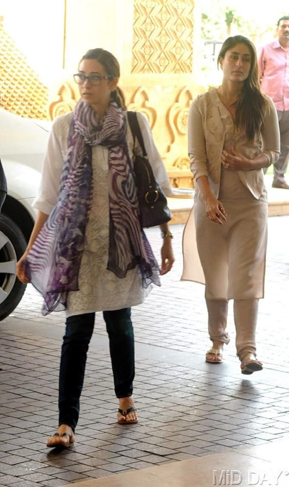 Karisma Kapoor with sister Kareena at the prayer meet of Priyanka Chopra's father #Bollywood