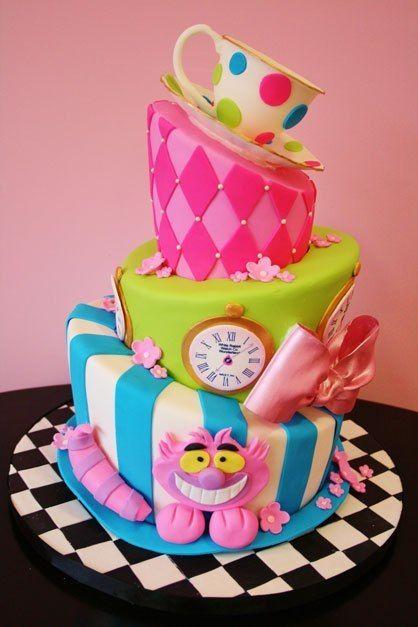 Amazing cake at a Alice in Wonderland Party #aliceinwonderland #partycake