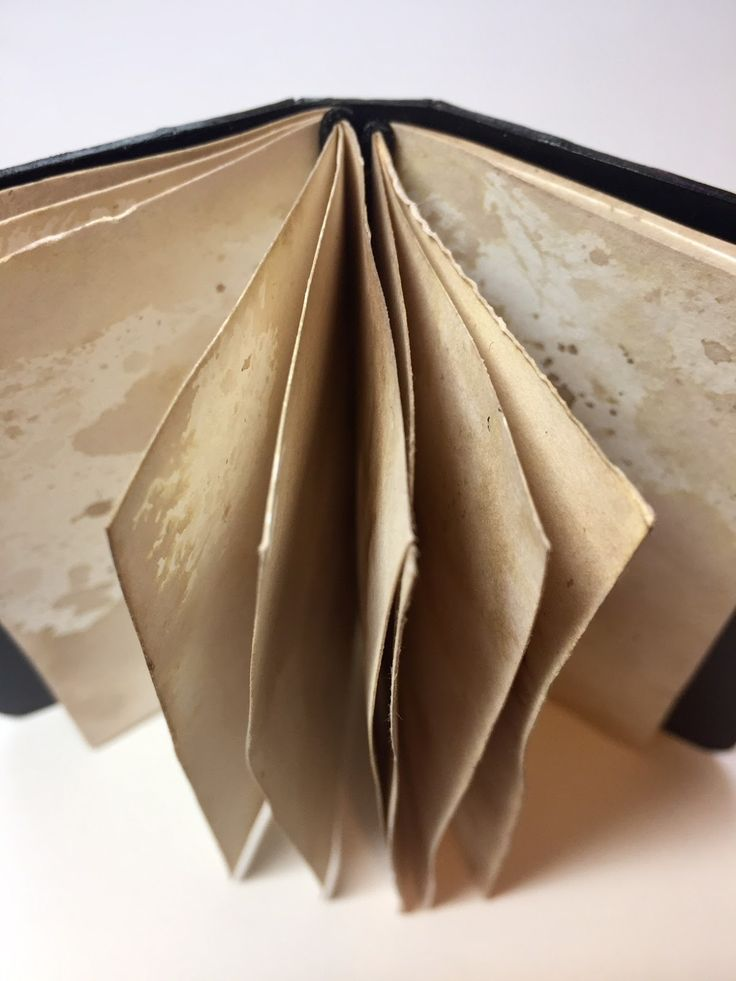 Would like to learn more about how she added the pages with cord elastic.