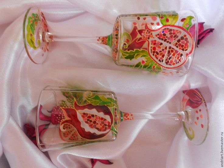 Купить или заказать Бокалы с витражной росписью 'Сочный гранат' в интернет-магазине на Ярмарке Мастеров. Изящные бокалы с витражной росписью станут уникальным украшением Вашего интерьера,а также прекрасным подарком для близких и друзей.