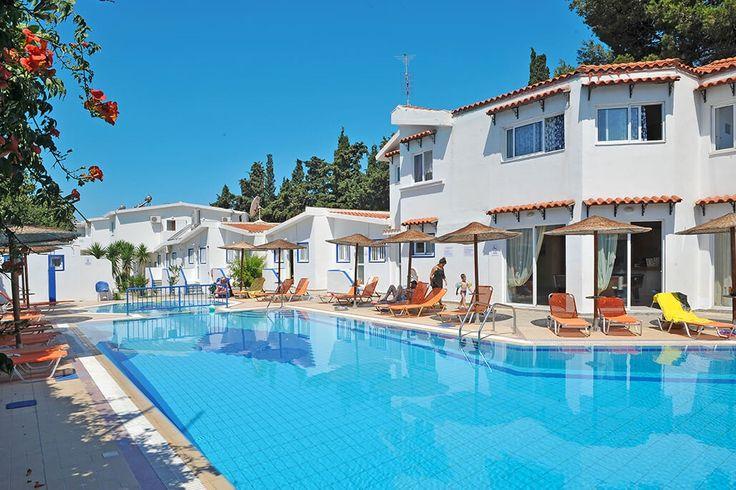 Description: Leuke kleurrijke appartementen met zwembad en de persoonlijke touch van Nikos & Popi. Het echte Griekenland vind je bij Aspro Spiti Appartementen. Benje helemaal verslingerd aan de Griekse eilanden? Waarde zon uitbundig schijnt de cultuur indruk maakt je meer prachtige stranden kunt bezoeken dan je vakantie lang is en de lokale keukenje doet watertanden? Wel dan zou je wel eens kind aan huis kunnen wordenop Kos want je vindt er precies dat. En wie bovendien tijdens zijn vakantie…