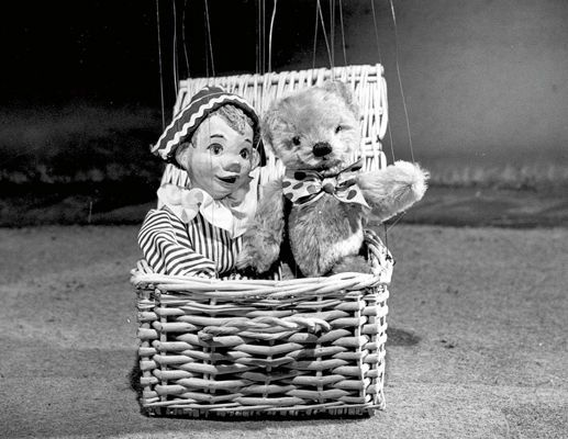 Time to go home, Time to go home, Andy is waving goodbye, goodbye. Andy Pandy and Teddy. Looby Loo was never in at the end.