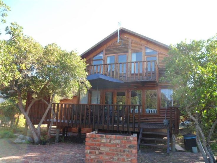Swinford Manor - This delightful wooden chalet, nestled in between milkwood trees and built on the banks of the Touw River in Wilderness, is a wonderful holiday home. It boasts stylish and functional furniture and can ... #weekendgetaways #wilderness #gardenroute #southafrica
