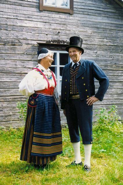 Kronoby Kronoby, Österbotten Kvinnodräkt Folkdräkter - Dräktbyrå - Brage