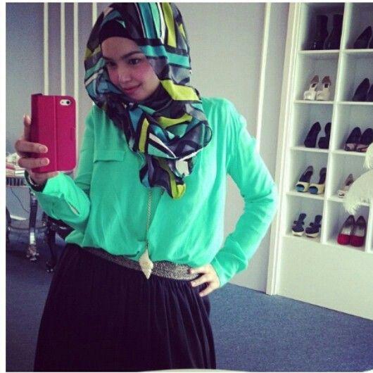 Muslimah fashion & hijab 64cd2e4e71a4a0eedb3b