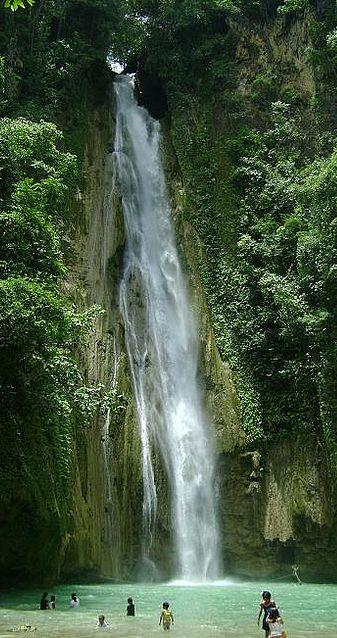 Mantayupan Falls in Cebu, Philippines • photo: Glenn Chua on Flickr