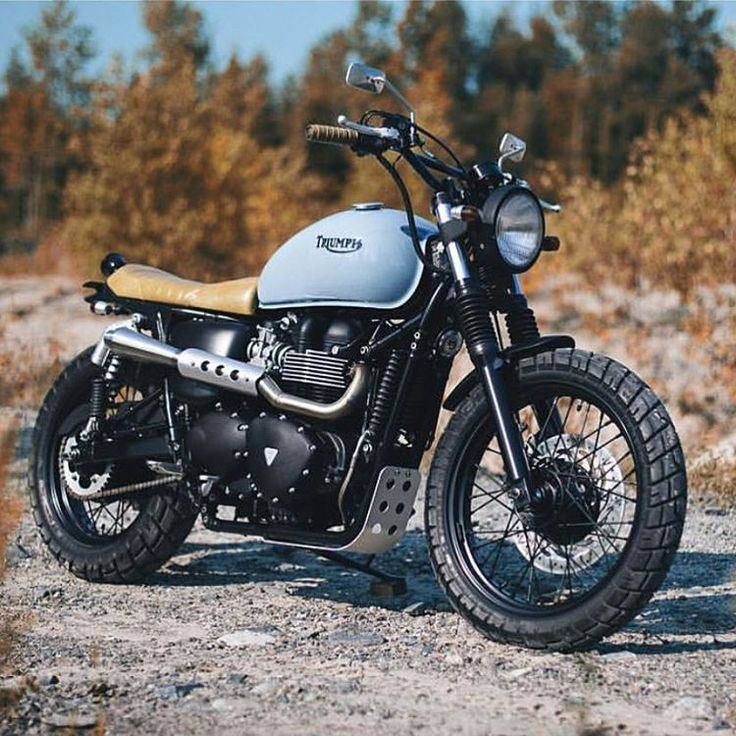 """""""Meet 'Elizabeth' the Triumph Bonneville, the latest build from @clockworkmotorcycles. These guys don't disappoint!  Photo by @cimonbrouillette.  #croig…"""""""