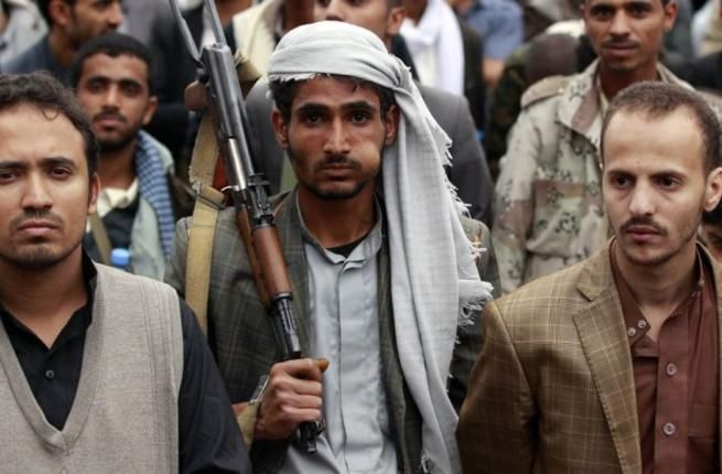 Yaman mulai gencatan senjata  SANAA (Arrahmah.com) - Semua pihak yang terlibat dalam perang Yaman yang berlangsung selama setahun telah berjanji untuk menghormati gencatan senjata yang ditengahi PBB yang mulai berlaku pada tengah malam Ahad AFP melaporkan (11/4/2016).  Perang Yaman telah menewaskan ribuan orang dan sebanyak 24 juta orang mengungsi ke negara tetangga.  Kepala staf pasukan yang loyal kepada Presiden Abdu Rabbu Mansour Hadi menegaskan bahwa gencatan senjata telah berlaku pada…