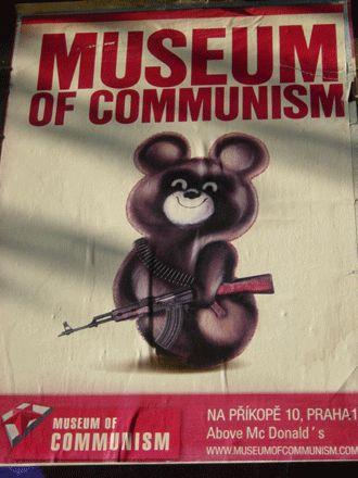 プラハの共産主義博物館。モスクワ五輪のアレに似てる気しますね。