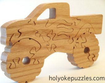 Faites plaisir à un fana de camions avec cette pelleteuse ou tractopelle. Ce puzzle est vernis de lhuile de tung (un noix asiastique). Il mesure 24,7 x 10,1 x 1,9 cm. Ce puzzle est fait sur commande et sera expédié 7 à 10 jours après la commande. Un sac est inclus avec votre commande. On dessine, découpe à la main, ponce et vernit les puzzles chez nous à Holyoke dans létat de Massachusetts. Cest un dessin original de Barbara. Vous ne le trouverez nulle part ailleurs ! Ce dessin contient de…