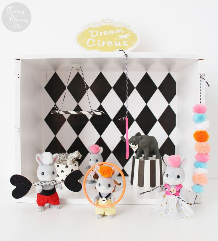what a lovely circus scene with Sylvanian family characters!