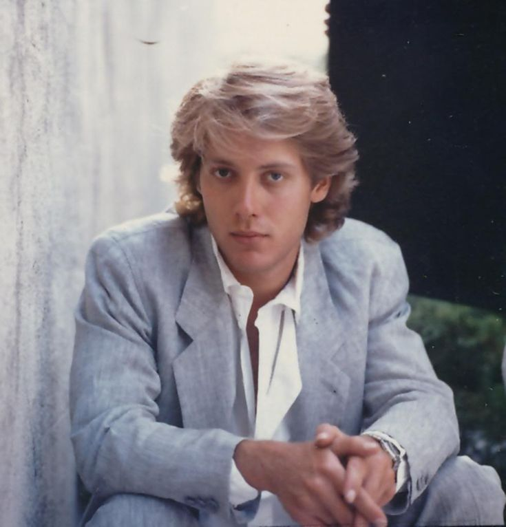 Oh young James Spader. Even if Molly Ringwald couldn't be with Duckie, she should have chosen James Spader. Even though he was a douche. Anything but what's his name with the squinty eyes.