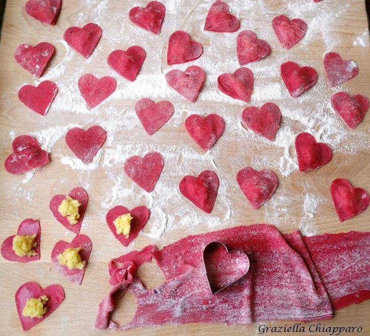 Questi cuori di pasta fresca ripiena sono l'ideale per stupire la vostra dolce metà a San Valentino ma non solo :)