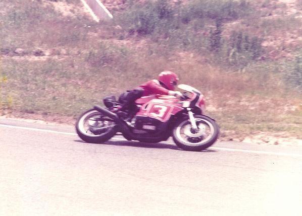 1977年の「鈴鹿6時間耐久レース」 このレースの優勝マシン、HRCの前身であるRSC製のホンダCB500改を駆る故・木山賢吾選手