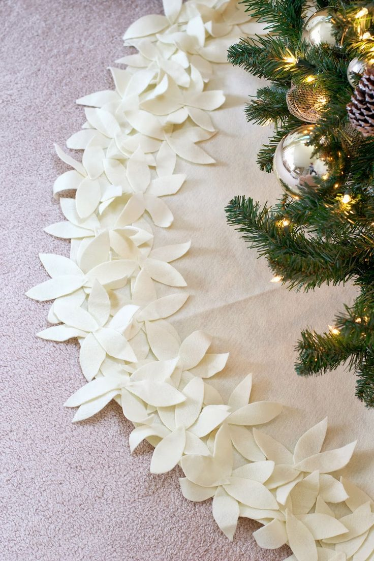 Christmas decorations to make yourself - Xmas Tree Skirt I Would Probably Sew It Cause It Looks Pretty Sloppy In The