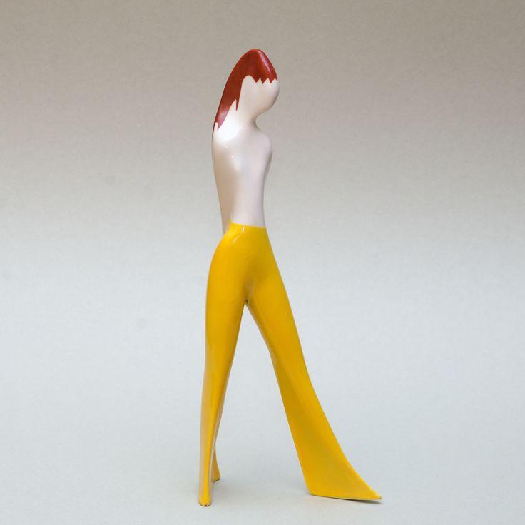 Figurka Dziewczyna w spodniach, Ćmielów, projekt: Lubomir Tomaszewski, porcelain figurine