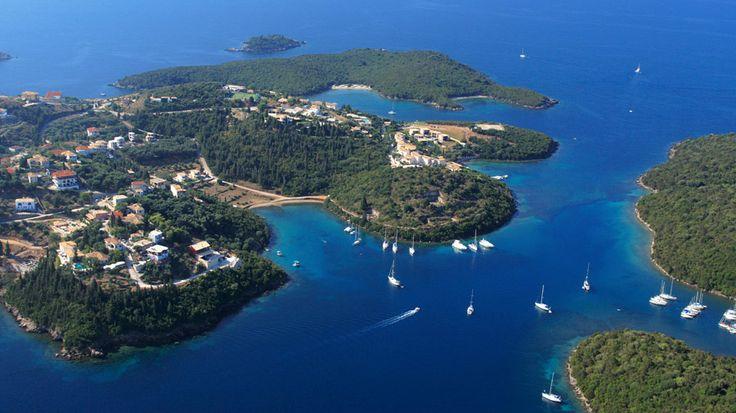 Luoteis-Kreikan Sivota kietoo vierailijansa rentouttavaan syliinsä. Loma sujuu verkkaiseen tahtiin kaunista luontoa ja pieniä saaria ihastellen. Rantoja löytyy niin perheen pienimmille kuin vauhtiveikoille: Mega Ammos -rannalla voi hurjastella vesilajien parissa, Bella Vraka -saaren hiekkarannalle pääsee mantereelta matalassa vedessä kahlaten. #Aurinkomatkat #Kreikka #Sivota #AurinkoSivota #AurinkoKreikka