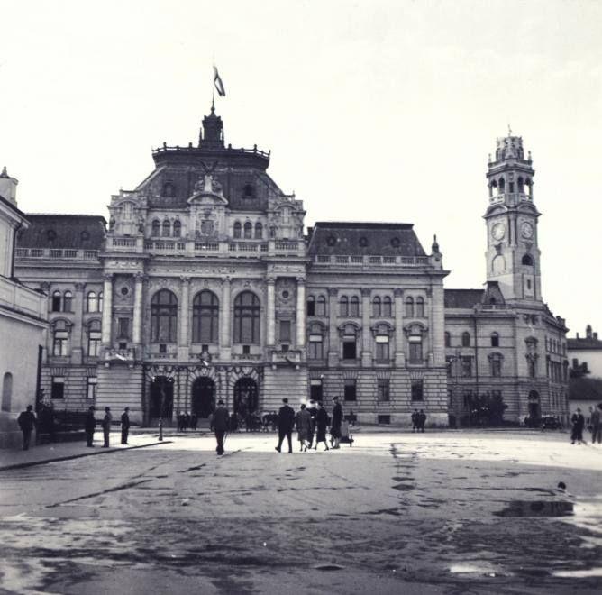 El Ayuntamiento de Nagyvárad, 1940, año de la recuperación de la ciudad por los húngaros y el comienzo de la discriminación de los judíos, todos de lengua y sentimientos magiares