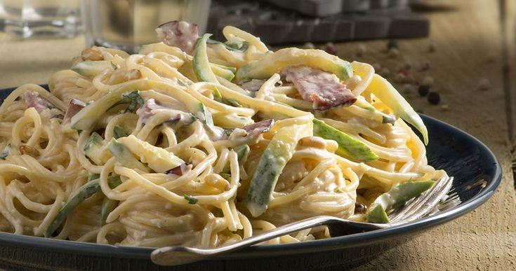 Καρμπονάρα με κολοκυθάκια από τον Άκη Πετρετζίκη. Φτιάξτε εύκολη καρμπονάρα με υπέροχη σάλτσα. Ένα γρήγορο και χορταστικό πιάτο.