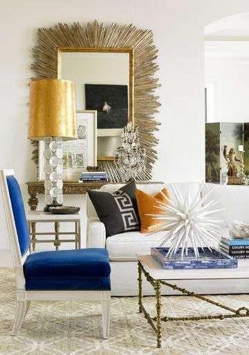 Come mixare i colori dell'arredamento di casa - Salotto bianco, blu e oro