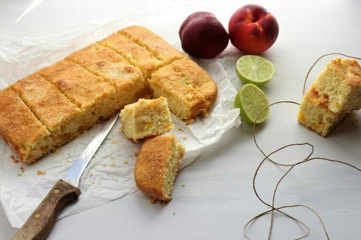 http://www.elisainthesweetlife.com/2017/08/torta-estiva-con-pesche-lime-e-cocco.html  Torta di pesche ,cocco e lime